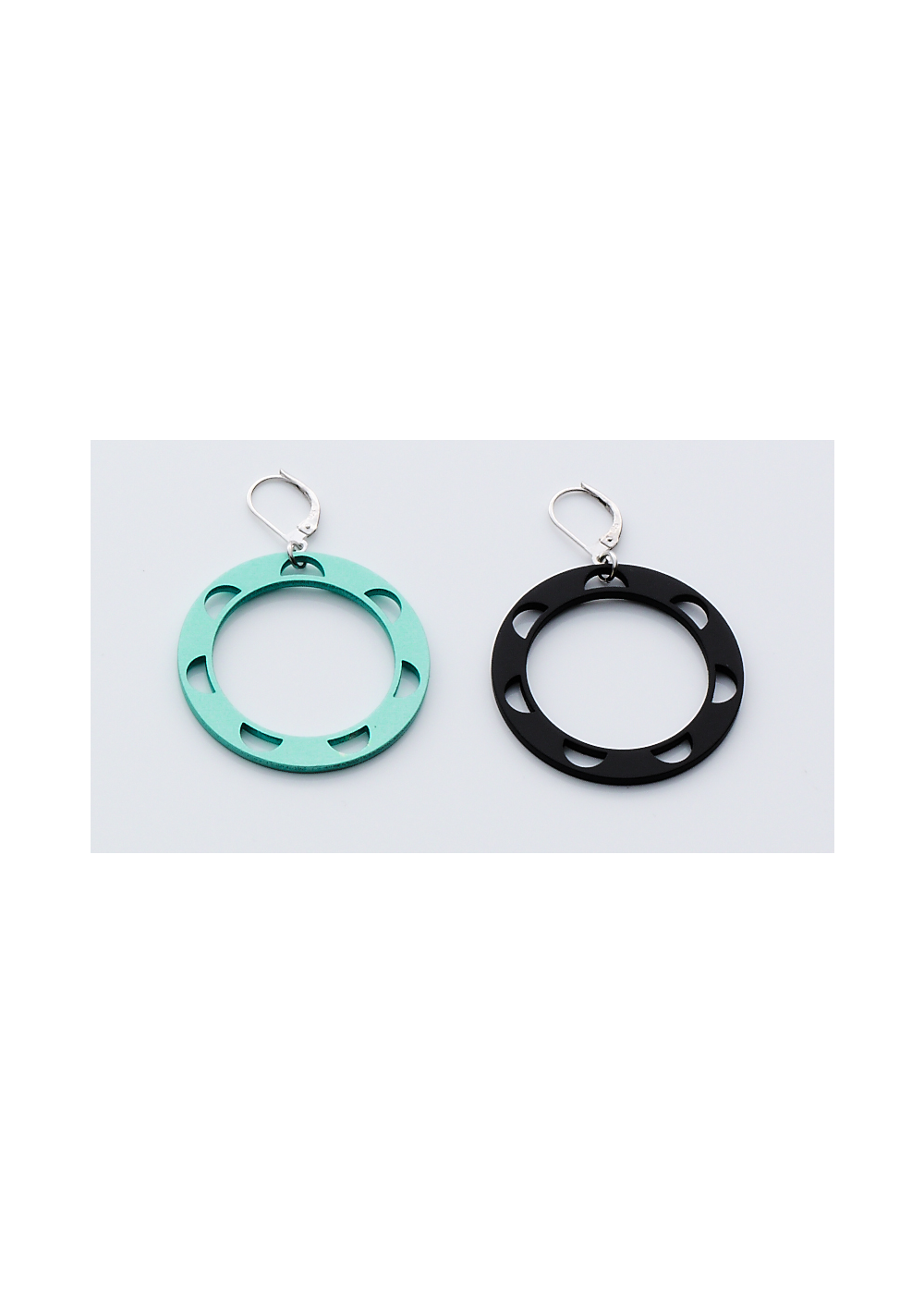 Disk Small Earring Half Circle